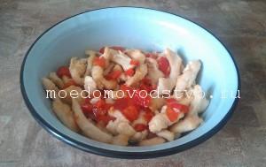 салат из филе курицы с овощами