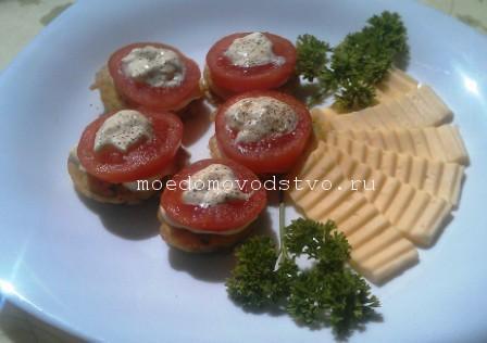 как пожарить яйцо с помидорами