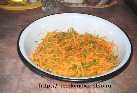 морковь с чесноком и петрушкой